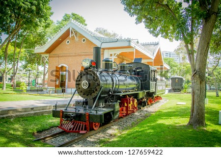 Lima, reducto Park with train