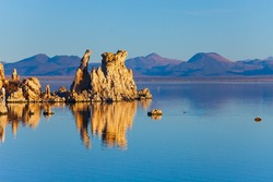 Lime-tuff towers of bizarre shapes rise from the bottom of the lake. The natural wonder of the world is Lake Mono. Mono Lake is a salt lake in California.