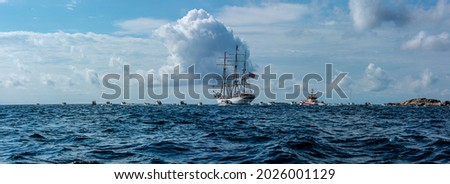 Lindesnes, Norway - August 08 2021: Panorama of sail training vessel Statsraad Lehmkuhl followed by an armada of smaller boats Foto stock ©