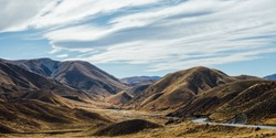 LINDIS PASS ROAD IN NEWZEALAND