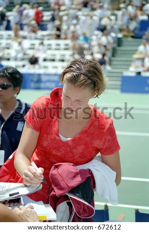 Lindsay Davenport Signs Autographs After Defeating Barbara Schett, 2001 Acura Classic #672612