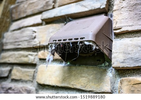lint hanging from dryer outdoor vent Photo stock ©