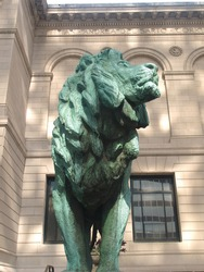 lion sculpture outside of the art institute