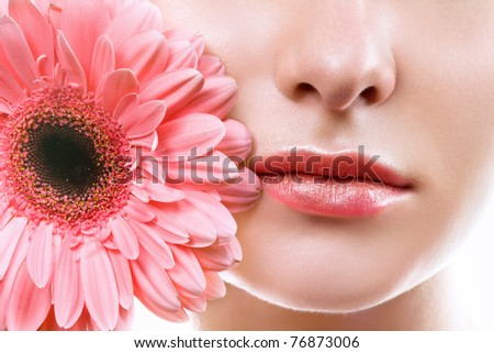 lips with pink flower