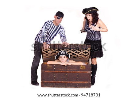 Little boy and his parents in the form of pirates, the boy in the chest with treasures.