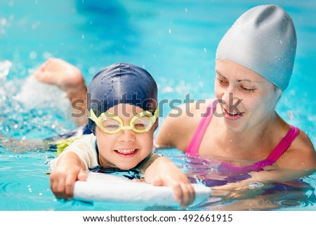 Little boy learning to swim with instructor's help Stockfoto ©