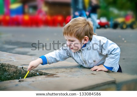little boy play outdoors