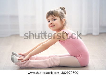 028ca9578778 Free photos Little cute girl in pink leotard sitting on floor at ...