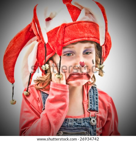 Little girl dressed as a buffoon crying.