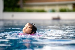 Little girl getting drowning in swimming pool