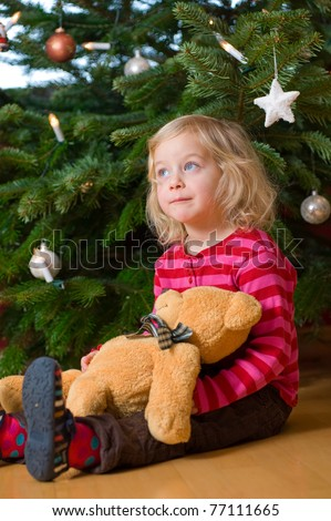 little girl in front of christmas-tree
