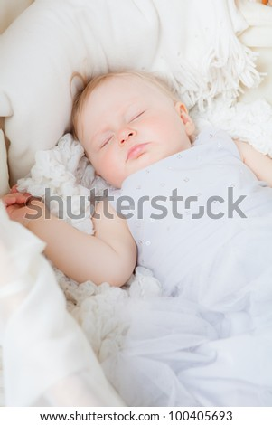 LIttle girl sleepping in bed (11 month)