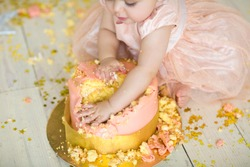 little girl smash the cake