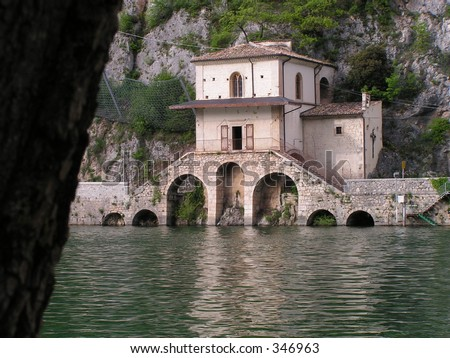 Little house into scanno lake abruzzo italy stock photo for Lake house in italian