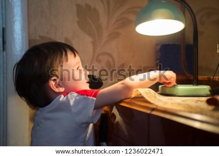little kid turning off the light