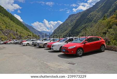 LIXIAN,CHINA - SEP 29,2014: rows of cars stop on the roadside at Songping valley with blue sky