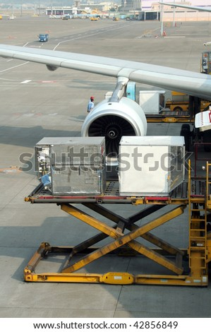 Loading cargo to a commercial airplane