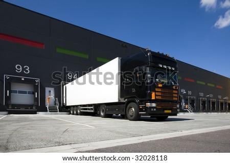 Loading docks #32028118