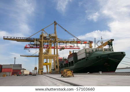 loading of containers on the ship