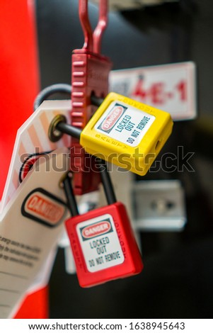 Lock Out, Tag Out with a danger tag. Electrical and machine system and safety equipment. There is a Danger and Do Not Remove warning. Lockout Haps. Stok fotoğraf ©