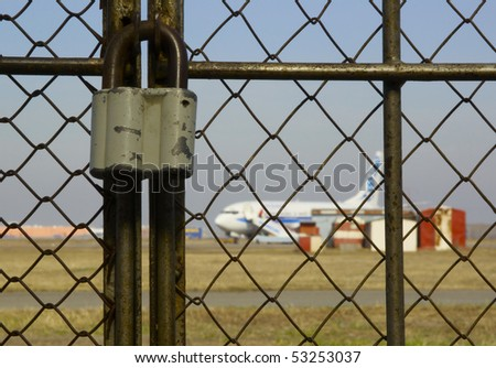 locked door to the airport - airport closed
