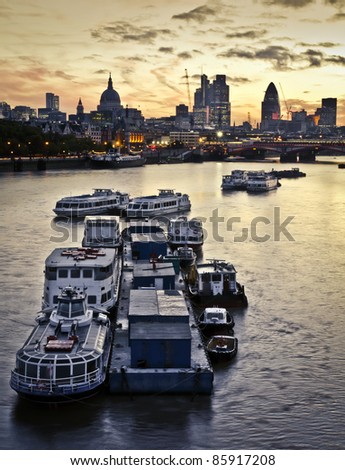 London at dawn. St Paul's Cathedral and financial district, Tower 42, Blackfriars Bridge