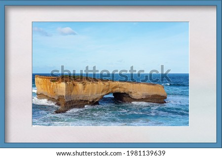 London Bridge on the Great Ocean Road in Victoria Australia in a photo frame Foto stock ©