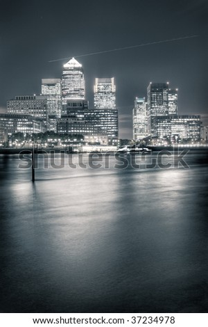 London business district Canary Wharf at night
