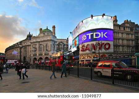 London. Evening scene at Piccadilly Circus