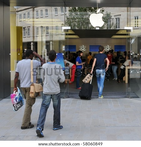 LONDON - JULY 28: Shoppers enter an Apple store as major retail group DSG International predict the electronics giant's iPad will become a Christmas best seller July 28, 2010 in London, UK.