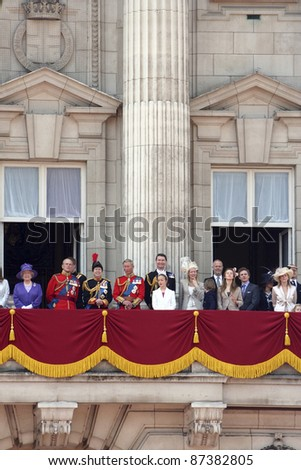 LONDON - JUNE 17: British Royal Family at the terrace of Buckingham palace at the end of Trooping the colour ceremony on June 17, 2006 in London.