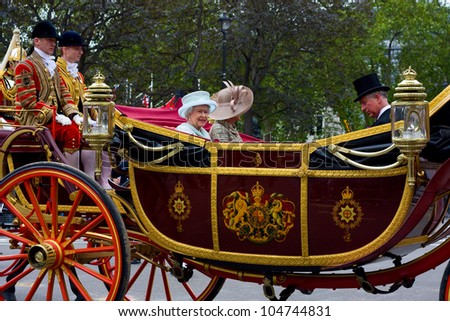 LONDON - JUNE 5: The Queen's carriage procession  makes its way to Buckingham Palace during the Jubilee on June 5, 2012 in London, England, UK. The diamond Jubilee marks 60 years of the Queen's reign