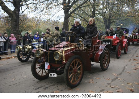 LONDON - NOVEMBER 07: London to Brighton Veteran Car Run participants, Panhard-Levassor, 1903, leaving Hyde Park, the event starts at 7:00am in Hyde Park on November 07, 2010 in London, UK.