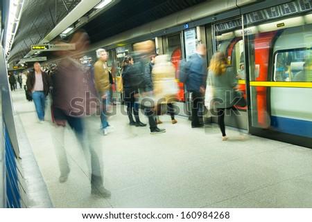 London tube train station movement