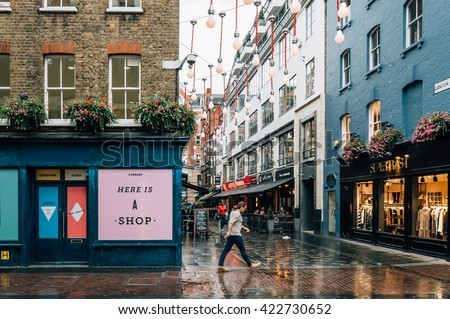 stock photo london uk august view of carnaby street it is a pedestrianised shopping street in 422730652 - Каталог — Фотообои «Улицы, переулки»