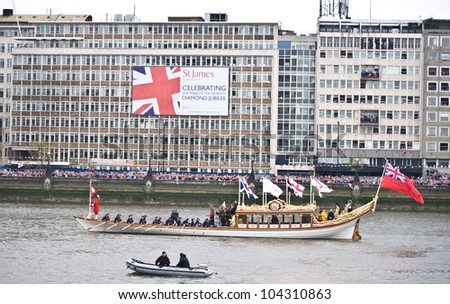 LONDON,UK-JUNE 3: Sir Steve Redgrave and Sir Matthew Pinsent help row the Gloriana the Royal Rowbarge, commissioned as tribute to the Queen,in the Diamond Jubilee Pageant. June 3, 2012 in London UK