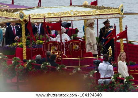 LONDON, UK - JUNE 03: The Royal family on board 'Spirit of Chartwell' during the queens Jubilee Pagent on the June 03, 2012 in London, UK