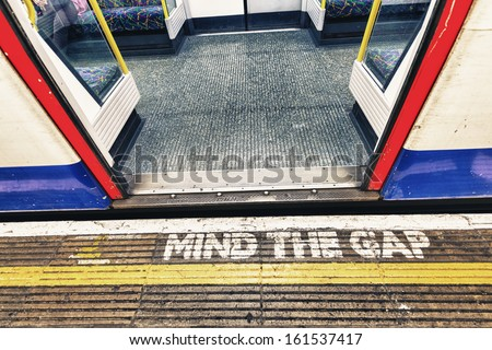 London underground sign mind tha gap