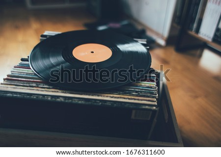 Long play record on stack of vinyl records collection. Foto stock ©