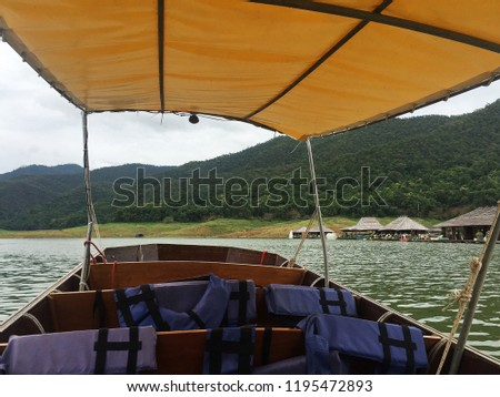 Long tail boat sailing to hotel villa by the river with mountain view -Chiang mai,Thailand Stok fotoğraf ©