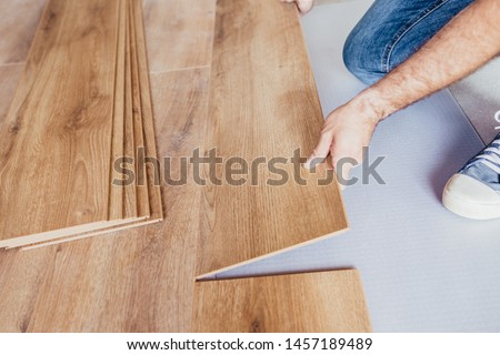 Longitudinal lock joint - The sequence of technological methods for laying and installation of floating flooring - laminate - professional work  - selective focus Foto stock ©