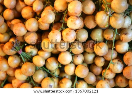 Longkong fruits, Aglaia dookoo griffin, on a market in Thailand, Southeast Asia, Asia