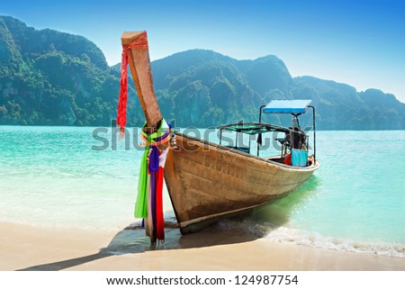 Longtale boat at the beach