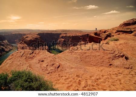 Looking at huge gorge, Horse shoe bend, Arizona