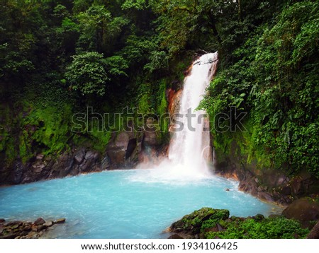 Looking down at Rio Celeste Waterfall. Foto d'archivio ©