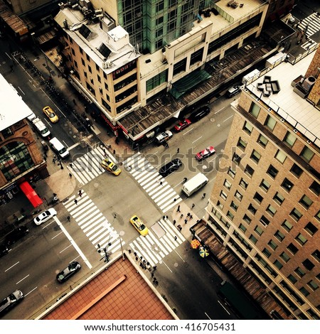 stock photo looking down on to the streets of new york city with new york yellow taxis and people crossing the 416705431 - Каталог — Фотообои «Улицы, переулки»
