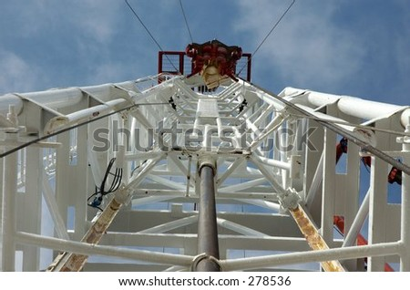 Looking up derrick/mast of a land drilling rig