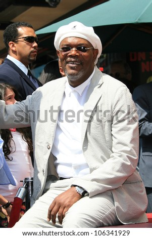 LOS ANGELES - APR 3: Samuel L Jackson at a ceremony where Halle Berry is honored with a star on the Hollywood Walk of Fame on 3 April 2007 in Los Angeles, California