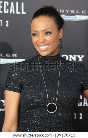 LOS ANGELES - AUG 1: Aisha Tyler at the Los Angeles Premiere of 'Total Recall' at Grauman's Chinese Theater on August 1, 2012 in Los Angeles, California