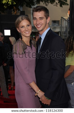 """LOS ANGELES - AUG 06:  HEATHER MORRIS & TAYLOR HUBBELL arrives to the """"Glee the 3D Concert Movie"""" World Premiere  on August 06, 2011 in Westwood, CA"""
